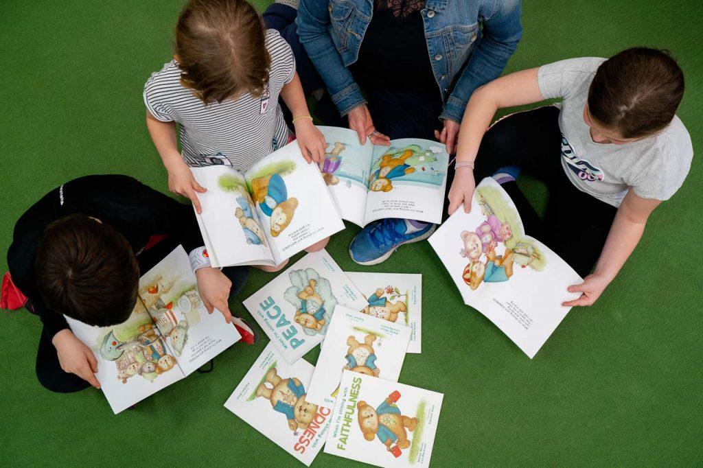 Kids Light Up Books by Wendy Mason & Lisa Maravelis-5